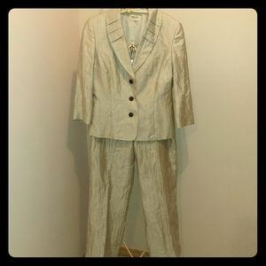 NWT Cream Linen Suit, Size 10 Petite